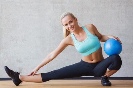 Photo pour fitness, sport, training and people concept - smiling woman with exercise ball in gym - image libre de droit