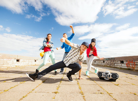 Photo pour sport, dancing and urban culture concept - group of teenagers dancing - image libre de droit