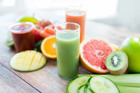 Foto de healthy eating, food and diet concept- close up of fresh juice glass and fruits on table - Imagen libre de derechos