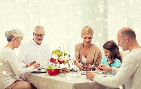Foto de family, holidays, generation, christmas and people concept - smiling family having dinner at home - Imagen libre de derechos