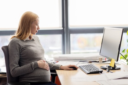 Photo pour pregnancy, business, work and technology concept - pregnant businesswoman with computer sitting at office table - image libre de droit