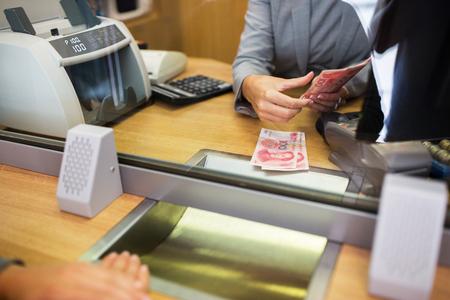 Photo pour clerk counting cash money at bank office - image libre de droit