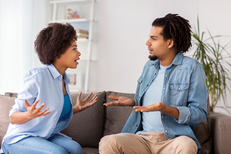 Foto de unhappy couple having argument at home - Imagen libre de derechos