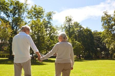 Foto de happy senior couple walking at summer park - Imagen libre de derechos