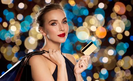 Foto de woman with credit card and shopping bags - Imagen libre de derechos