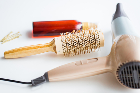 Photo pour hairdryer, brush, hot styling hair spray and pins - image libre de droit