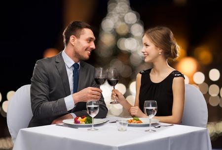 Foto de couple with non alcoholic wine at christmas - Imagen libre de derechos
