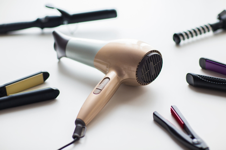 Photo pour hairdryer, hot styling and curling irons - image libre de droit