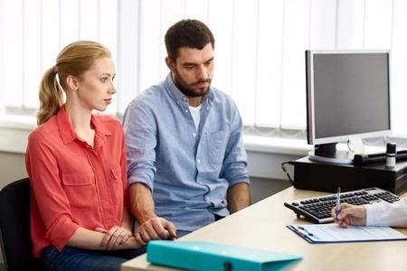 Foto de couple visiting doctor at family planning clinic - Imagen libre de derechos
