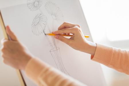 Photo pour artist with pencil drawing picture at art studio - image libre de droit