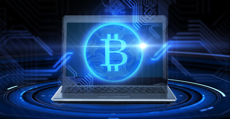 Photo pour laptop computer with bitcoin hologram - image libre de droit