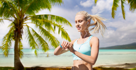 Foto de woman with fitness tracker doing sports - Imagen libre de derechos