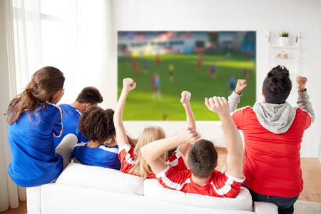 Photo pour friends or football fans watching soccer - image libre de droit