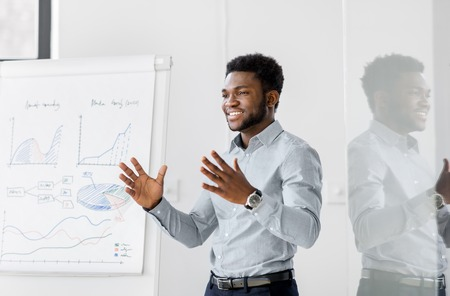 Photo pour businessman with flip chart at office presentation - image libre de droit