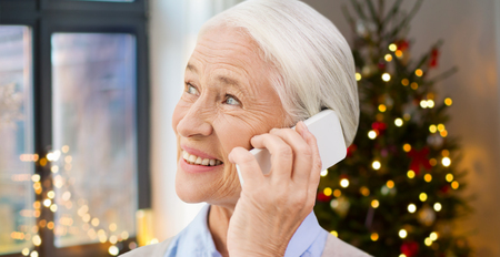 Photo pour Senior woman with smartphone calling at home - image libre de droit