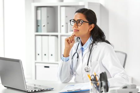 Photo pour female doctor with laptop and papers at hospital - image libre de droit