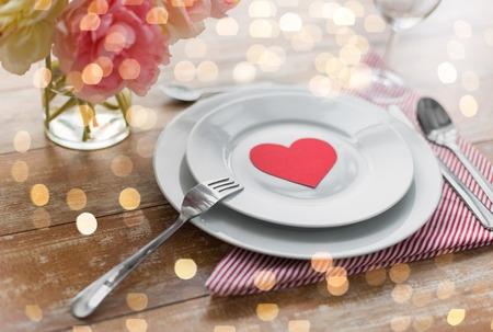 Photo pour Close up of table setting for valentines day - image libre de droit