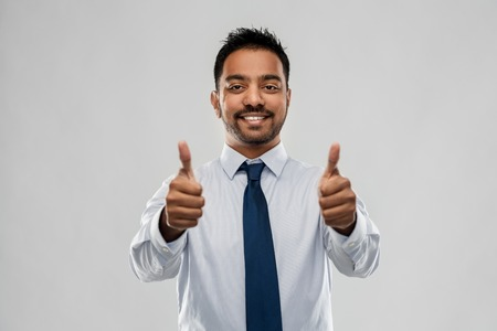Photo pour indian businessman showing thumbs up - image libre de droit