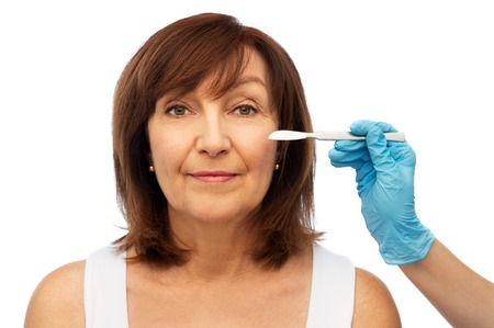 Photo pour senior woman and surgeon hands with scalpel - image libre de droit