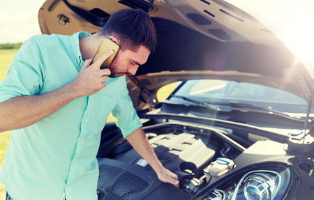 Foto de man with broken car calling on smartphone - Imagen libre de derechos
