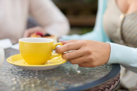 Foto de hand of woman drinking tea at outdoor cafe - Imagen libre de derechos