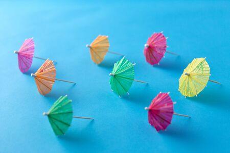 Foto de cocktail umbrellas on blue background - Imagen libre de derechos