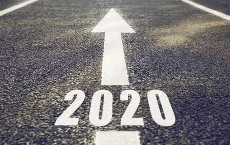 Photo pour white road marking in form of 2020 year and arrow - image libre de droit