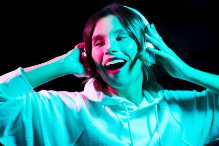 Photo pour Woman in headphones listening to music and dancing - image libre de droit