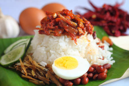Foto de Nasi lemak is a Malay fragrant rice dish cooked in coconut milk and pandan leaf. It is commonly found in Malaysia. - Imagen libre de derechos