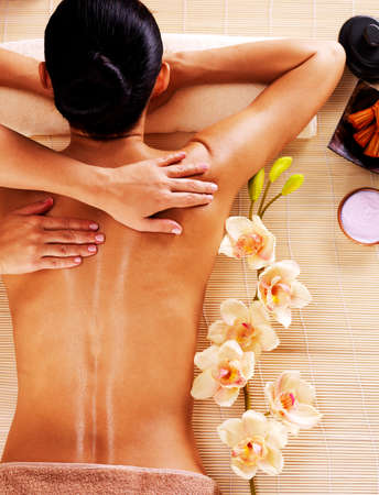 Foto de Adult woman in spa salon having body relaxing massage. - Imagen libre de derechos