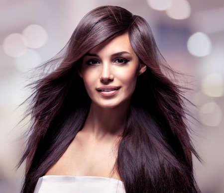 Foto de Fashion model with long straight hair. Fashion model posing at studio. - Imagen libre de derechos