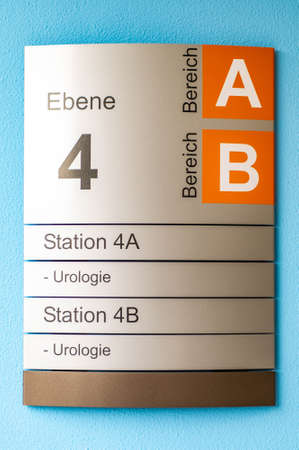 Photo pour Sign indicating special urologist departments at hospital - image libre de droit
