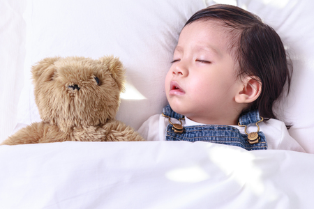 Photo pour Kid asian girl sleeping in her bed - image libre de droit