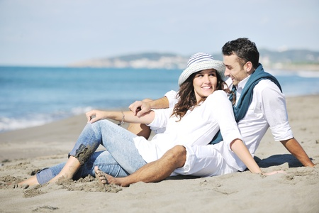 Photo pour happy young couple in white clothing  have romantic recreation and   fun at beautiful beach on  vacations - image libre de droit