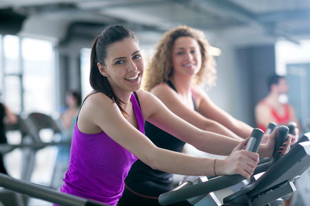 Foto per group of young people running on treadmills in modern sport  gym - Immagine Royalty Free