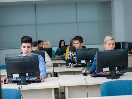 Photo pour technology students group in computer lab classroom - image libre de droit