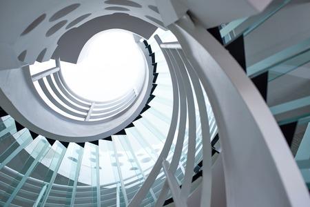 Foto de modern glass spiral staircase with metallic hand-rails. - Imagen libre de derechos