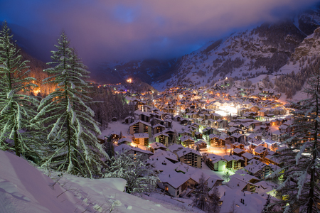 Photo pour aerial view on zermatt valley and matterhorn peak at dusk with fresh snow in  switzerland - image libre de droit