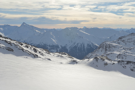 Photo pour winter mountains beautiful alpine panoramic view of fresh snow capped French alps - image libre de droit