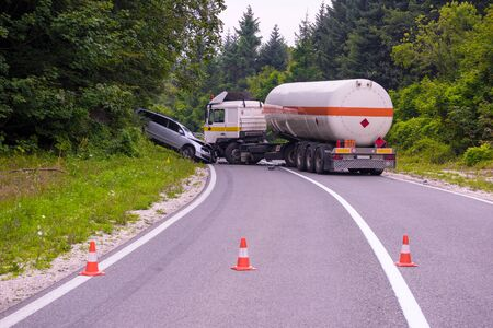 Photo pour Traffic accident  Truck and Car crash accident on the beautiful nature road - image libre de droit