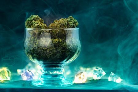 Foto de Medical Marijuana in the glass cup. - Imagen libre de derechos