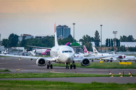 Foto de Kyiv, Ukraine - June 09, 2019: Lumiwings Boeing 737 in Kyiv Sikorsky Airport - Imagen libre de derechos