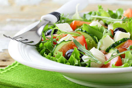 Photo pour Greek salad with olives, tomatoes and feta cheese - image libre de droit