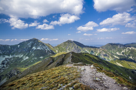 Photo pour Mountain trail to Baraniec, one of the highest peaks of the Western Tatras, Slovakia. Slovakian Tatra mountains beautiful scenery on the way to the mountain hut. - image libre de droit