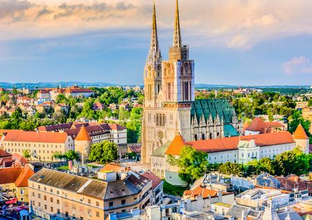 Foto de View at cathedral and cityscape in Zagreb, capital town of Croatia. - Imagen libre de derechos