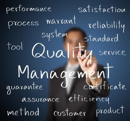 Foto de business man writing quality management concept - Imagen libre de derechos