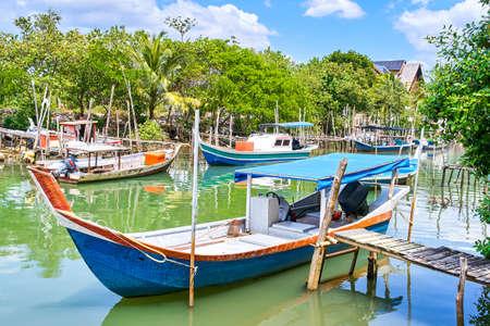 Photo pour Fishing village on Langkawi island, Malaysia - image libre de droit