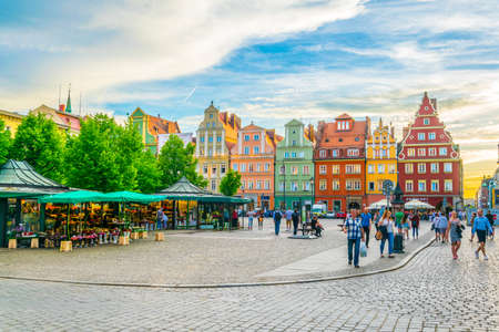 Foto de WROCLAW, POLAND, MAY 28, 2017: Colourful houses at Plac Solny square in central Wroclaw, Poland - Imagen libre de derechos