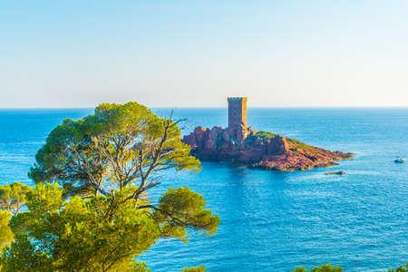 Foto de An observation tower on a small islet near cap du dramont in France - Imagen libre de derechos