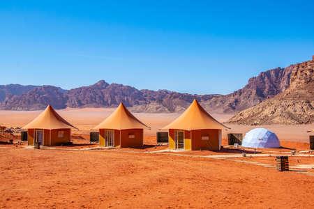 Foto de Luxurious tourist camping at Wadi Rum, Jordan - Imagen libre de derechos